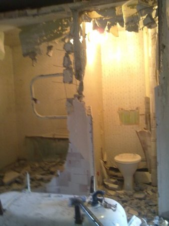 Демонтаж сантехкабины - фото  демонтаж передней стены