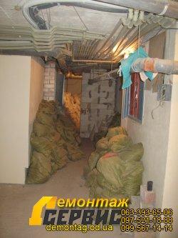 Демонтаж стяжки, сбор мусора в мешки 1