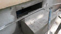 Проёмы в несущих стенах - 45 см,  окно в фундаменте 02